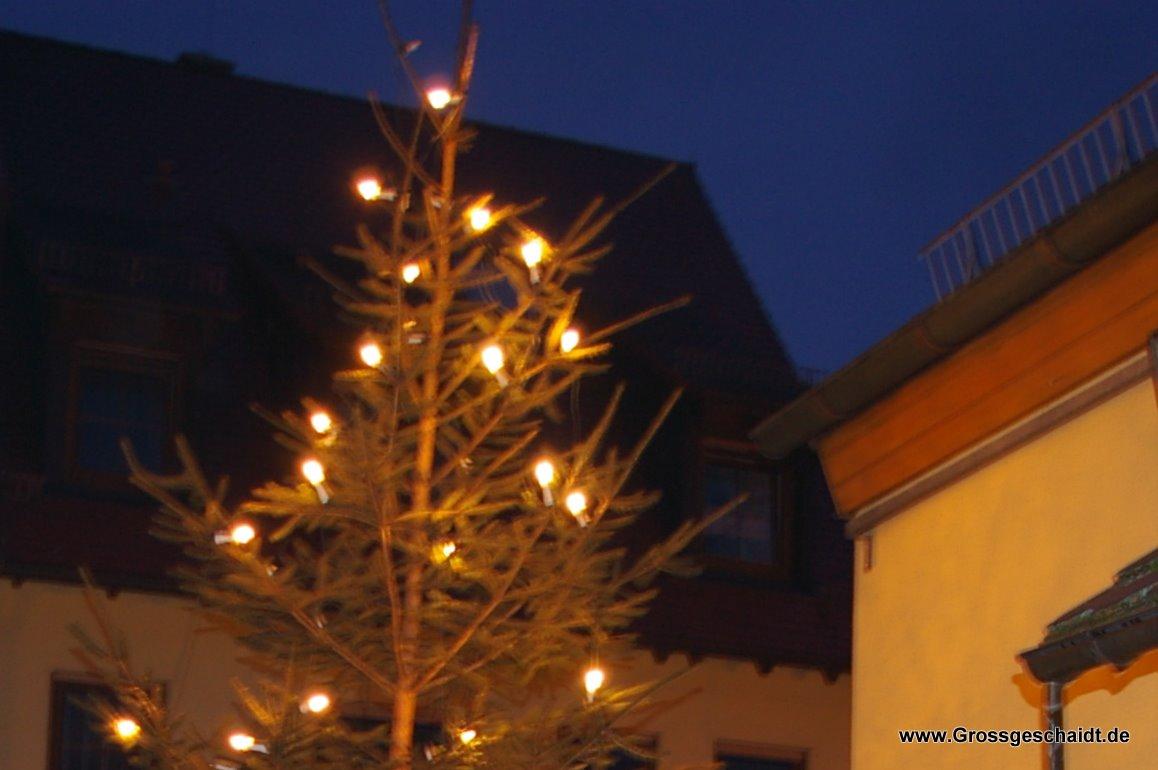 Weihnachtsbaum am Feuerwehrhaus